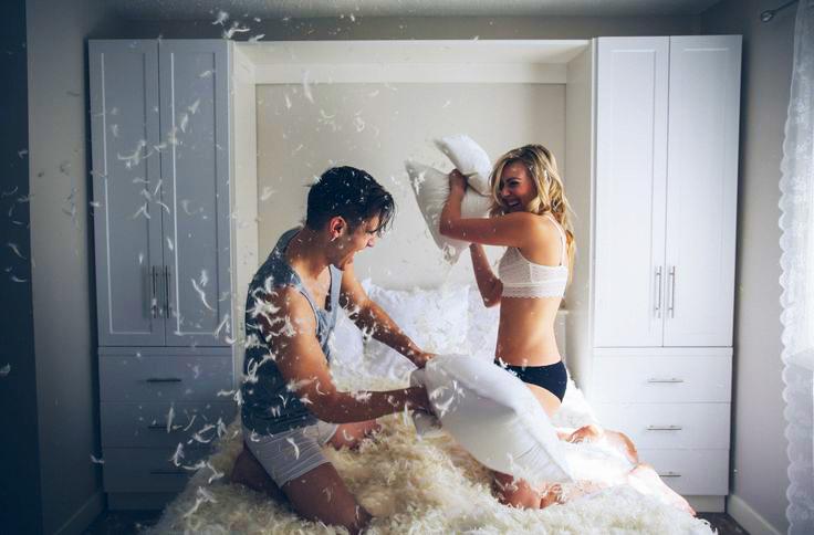 15 cosas que s lo hacen las parejas que tienen a os juntos - Cosas que no se hacen en la cama ...