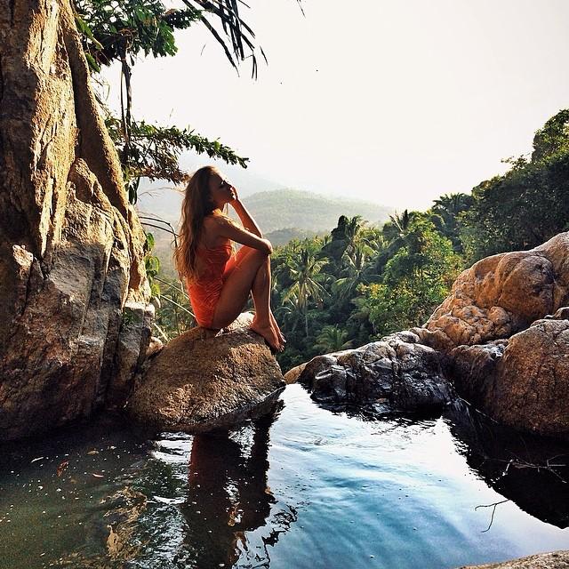 Chica disfrutando un spa