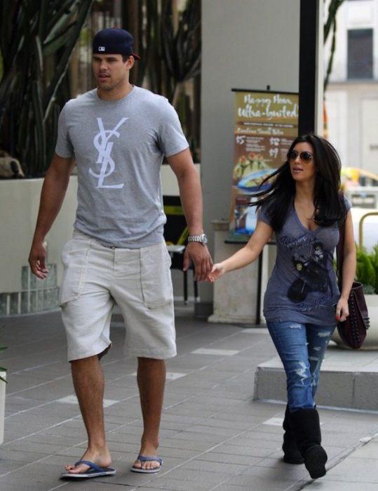 Kris Humphries y Kim Kardashian tomados de las manos