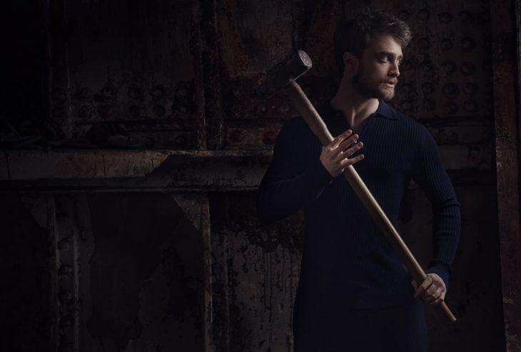 Daniel Radcliffe con un martillo