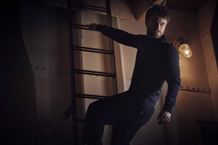 Daniel Radcliffe en una escalera