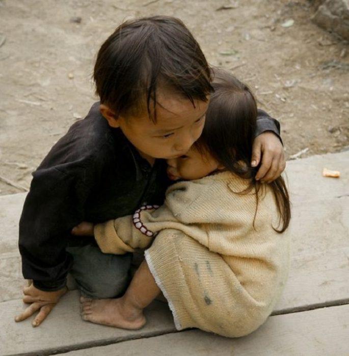 hermanos refugiados Nepal