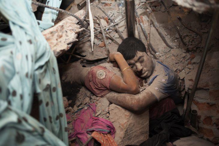 sobreviviente terremoto abraza cadáver de la esposa
