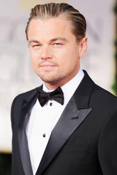 Leonardo DiCaprio usando un smoking en la alfombra del 2012