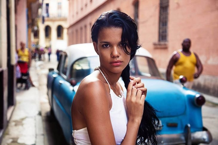 mujer de Cuba fotografiada por Mihaela Noroc