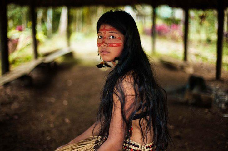 mujer del Amazonas fotografiada por Mihaela Noroc