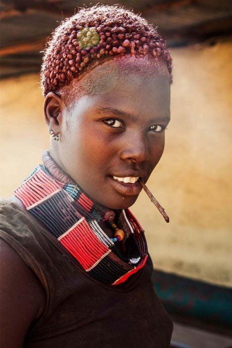 mujer de Etiopía fotografiada por Mihaela Noroc