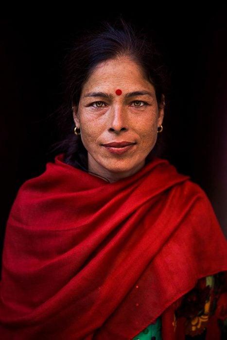 mujer de Katmandú fotografiada por Mihaela Noroc