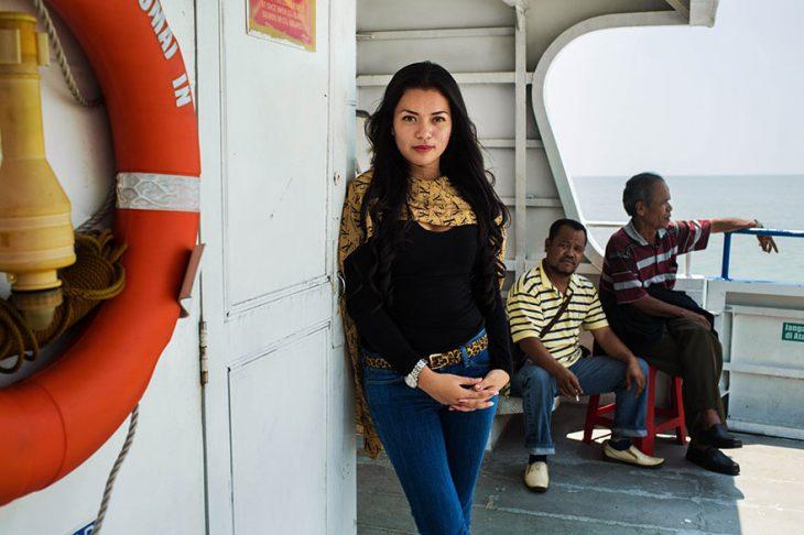 mujer de Indonesia fotografiada por Mihaela Noroc