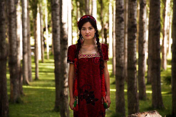 mujer de Tajikistán fotografiada por Mihaela Noroc