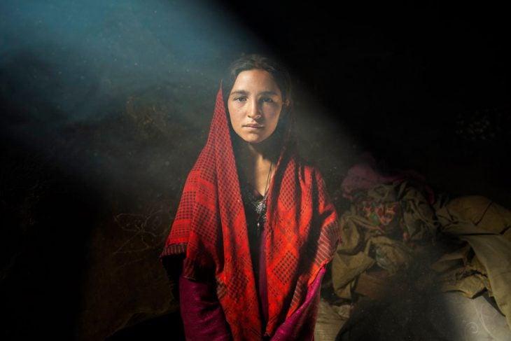 mujer de Afganistán fotografiada por Mihaela Noroc