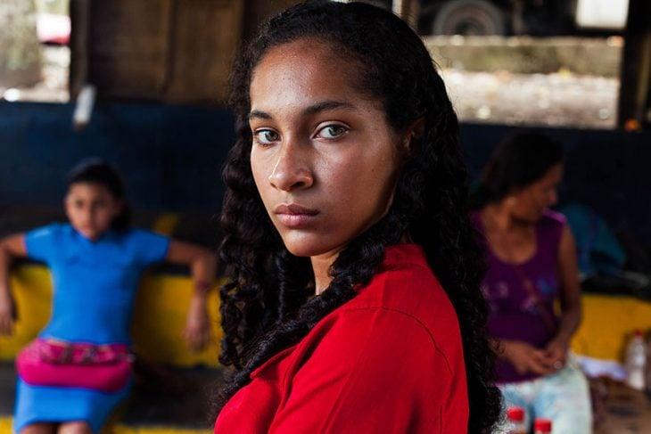 mujer de Colombia fotografiada por Mihaela Noroc