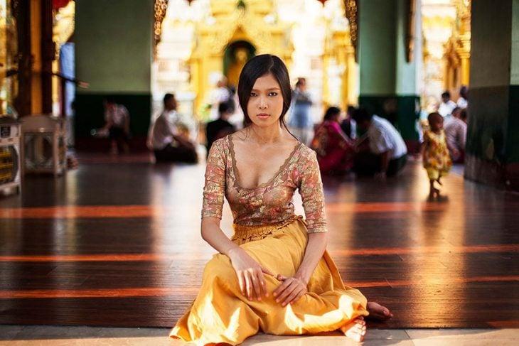 mujer de Myanmar fotografiada por Mihaela Noroc