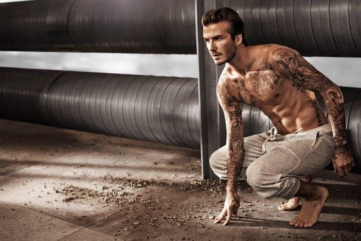 David Beckham posando para una sesión de fotos