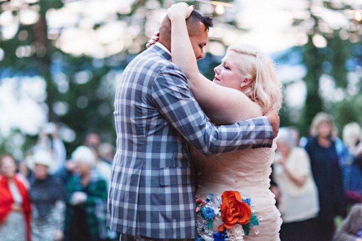 recien casados bailando vals novia sobrepeso