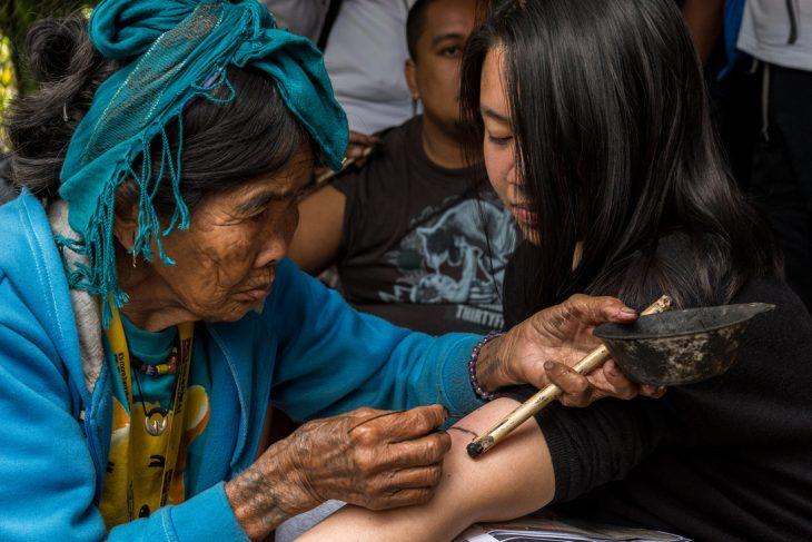 última mujer tatuadora filipina