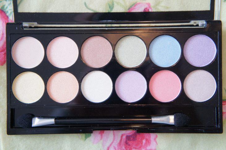 paleta de colores pasteles en sombra de ojos