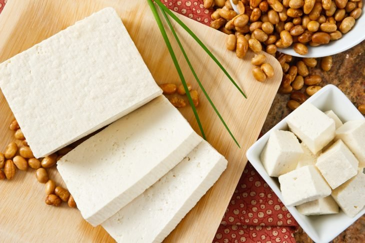 Yogur natural descremado, tofú y seistán