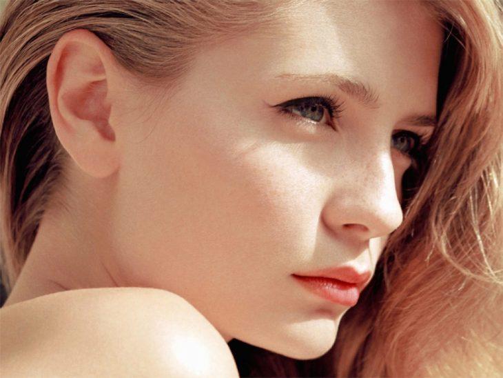 mujer nariz clásica