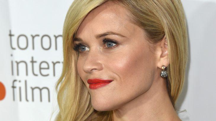mujer labios finos