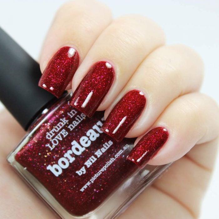 Uñas de color rojo de glitter