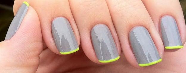 Uñas con diseños minimalistas en color gris con verde neón