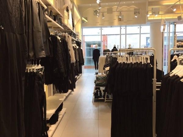 Tienda de ropa negra