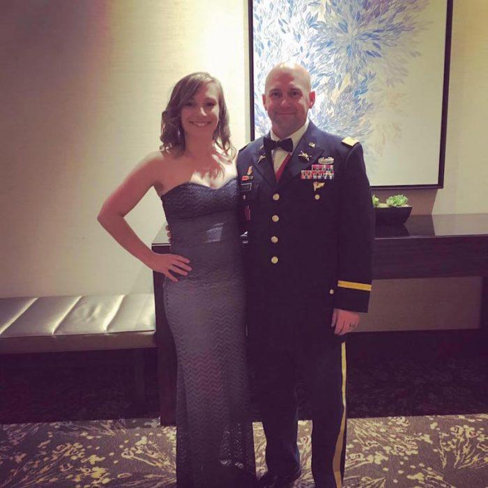 pareja esposa y hombre militar bridget