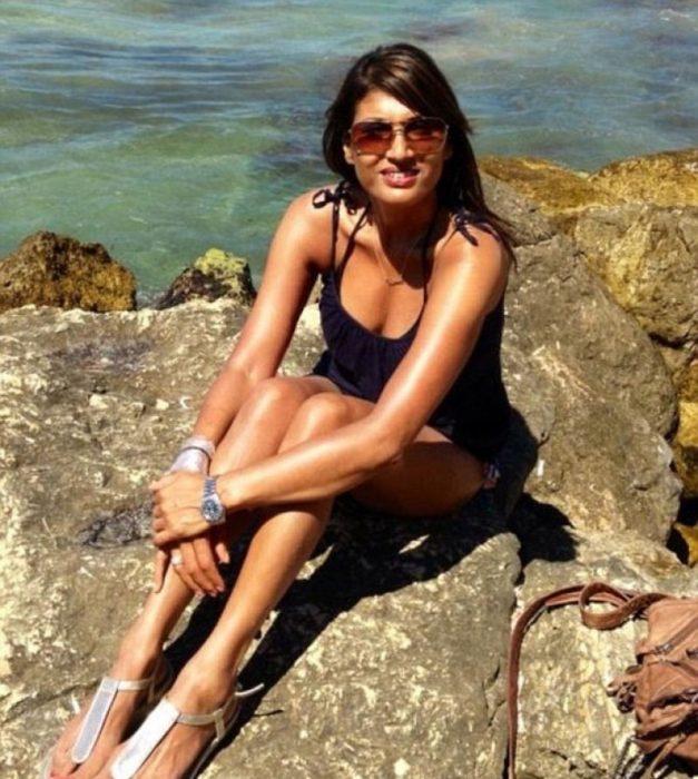 pamela jacobs 52 años se ve de 30 playa rocas