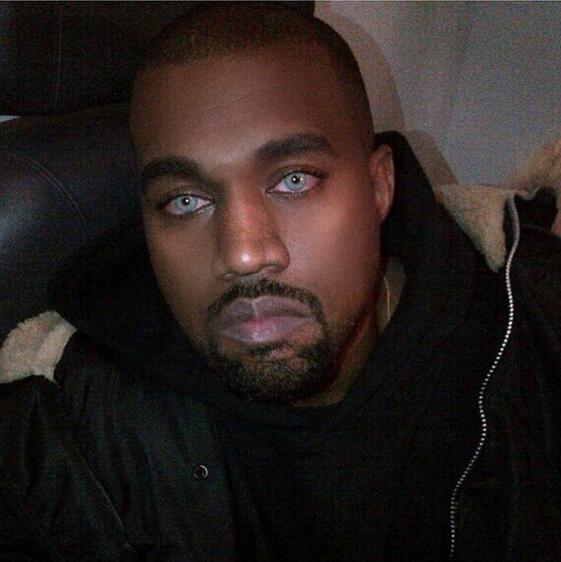 hombre lentes de contacto azul kanye