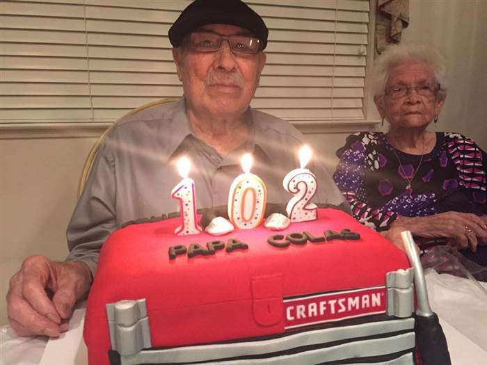 Nicholas Ordaz en su cumpleaños 102
