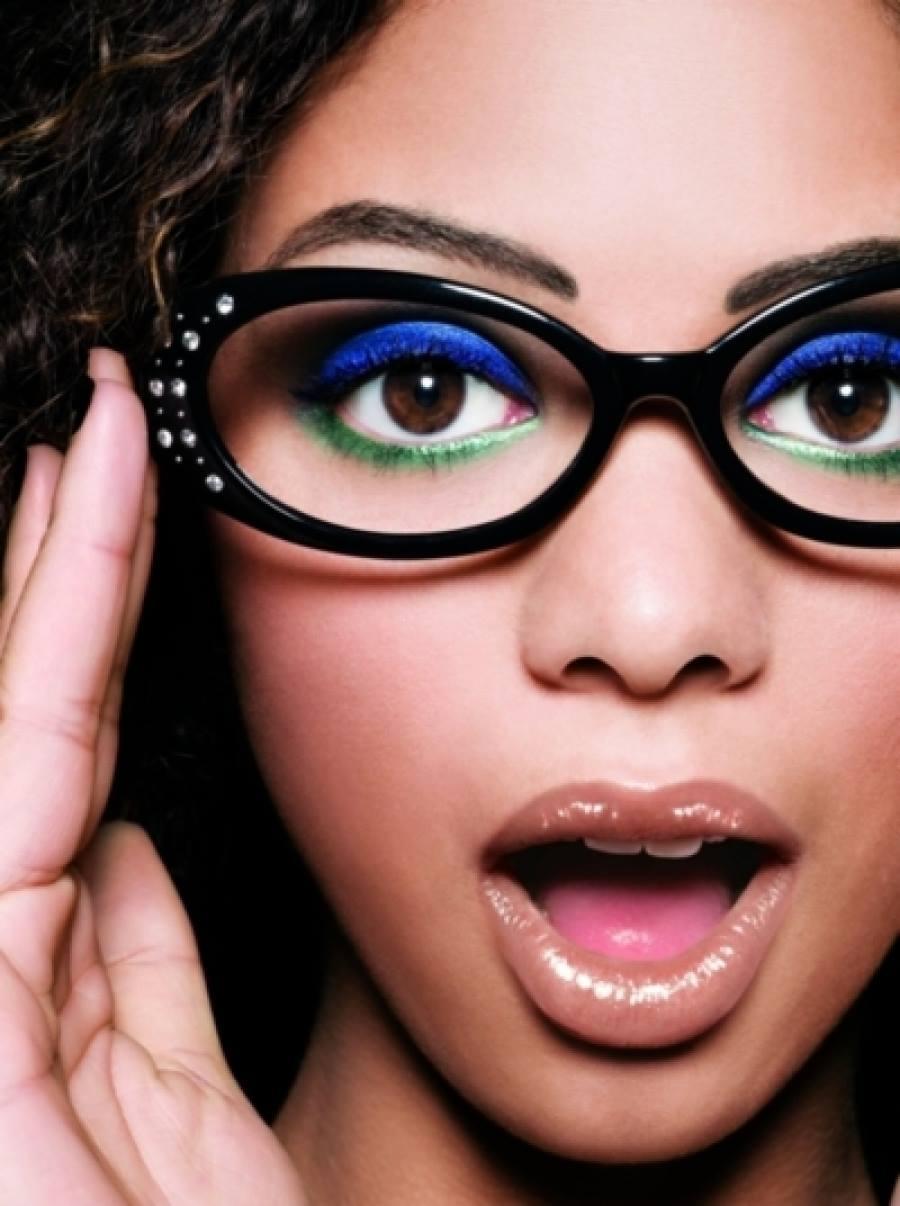 15 trucos de maquillaje para chicas que usan lentes