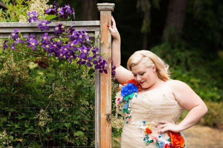 novia feliz sobre peso boda