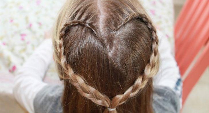 peinados para niñas trenzas en forma de corazon