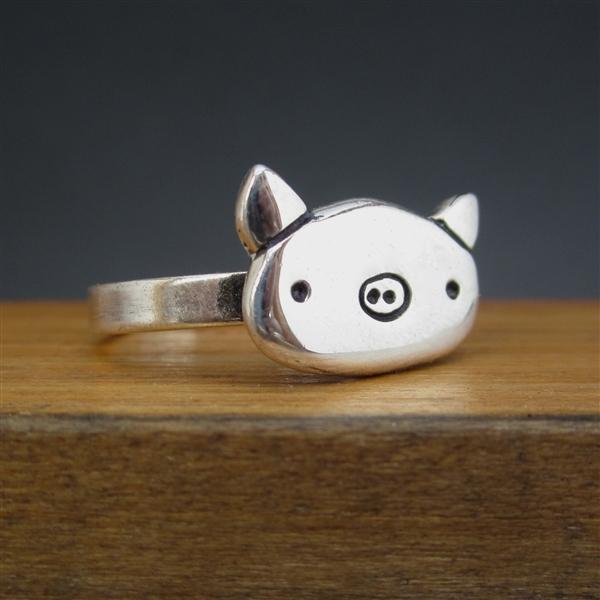 anillo de plata en forma de cerdo