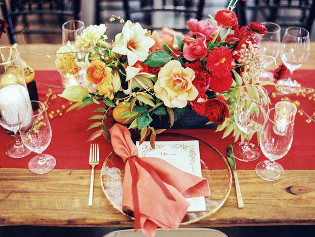 centros de mesa flores amarillas y rojas