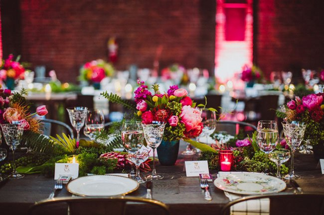 centros de mesa flores rojas