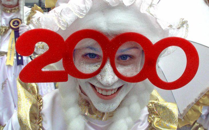 chica con lentes año 2000
