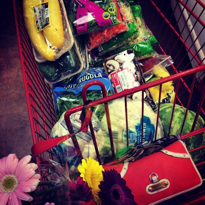carrito de super con verduras