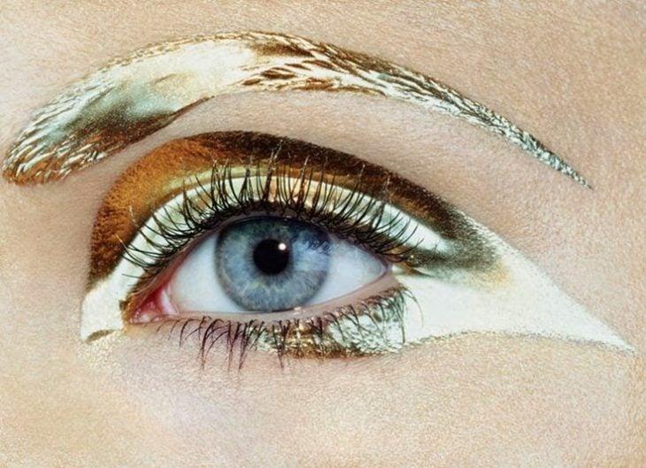 obsesiva del color maquillaje dorado