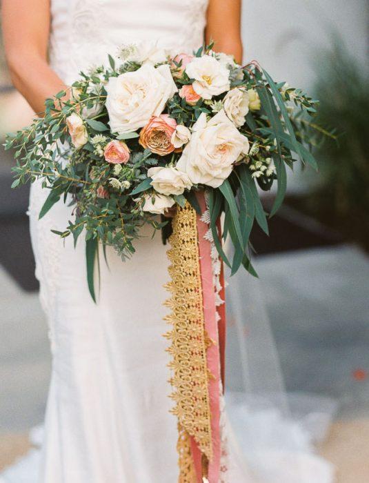 ramo de novia claro con listones