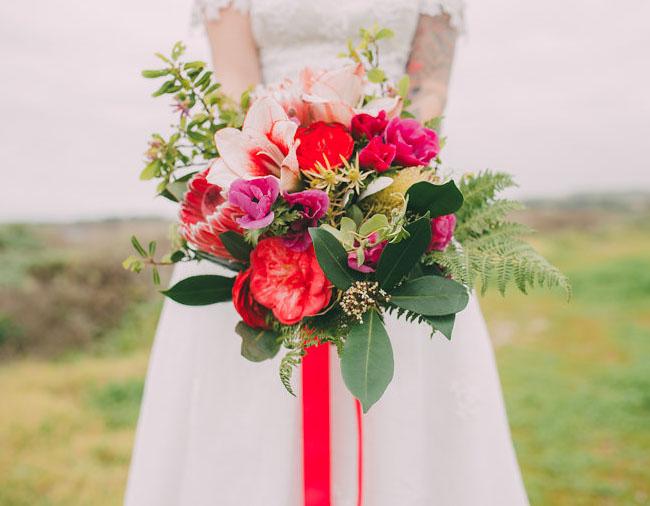 ramo de novia tonos rojos