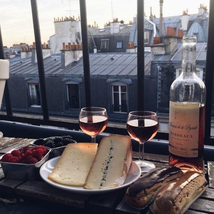 restautrante vino queso botella de vino tarde