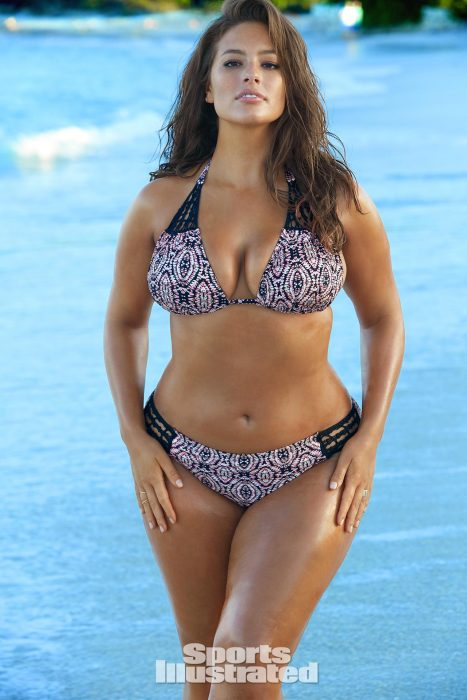 Ashley Graham posando para se la portada de SSports Illustrated Swimsuit Issue