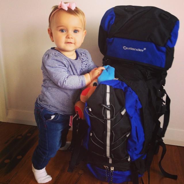 Bebé Esmé que ha viajado al rededor del mundo