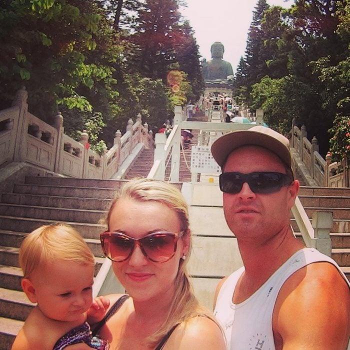 Pareja que decidió viajar por el mundo junto a su bebé de 10 semanas