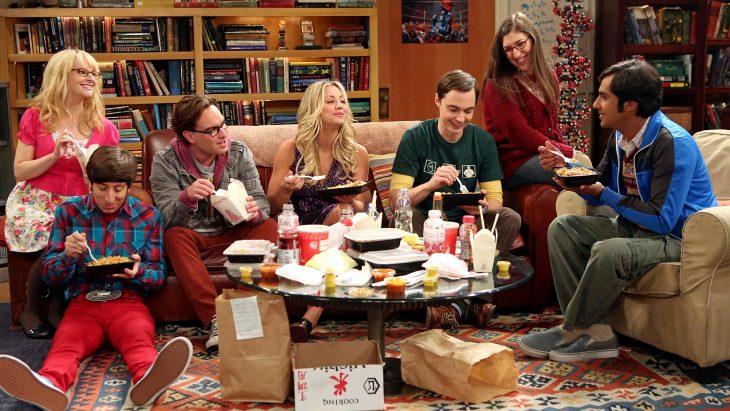 grupo de amigos en una casa