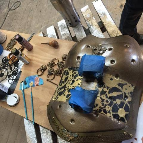 Pasos para crear un corsé estilo steampunk para una chica que sufrió un accidente en la cadera