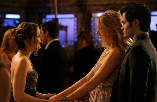 Escena de la serie Gossip girls. Blair, Dan y Serena