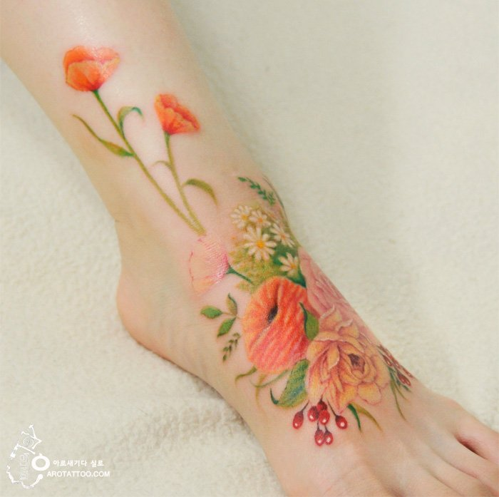 Tatuaje de acuarela en forma de flores